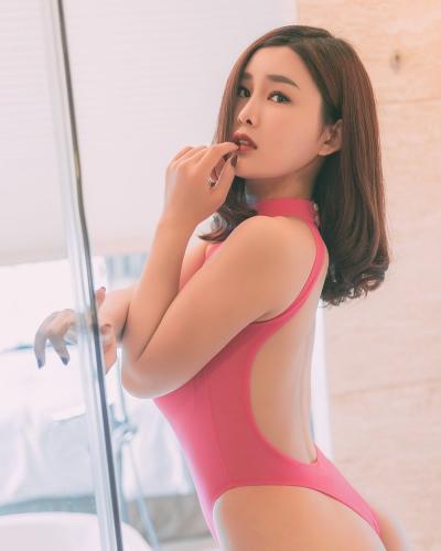 Yan Pan Pan นางแบบอวบอึ๋มแน่น ๆ สะโพกสวย